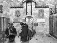 Pilger füllen ihre weinvorräte auf