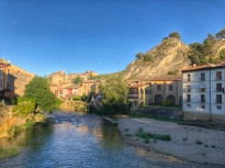 Blick von der Brücke in Estella