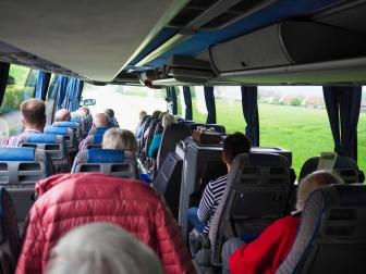 Im Bus unterwegs